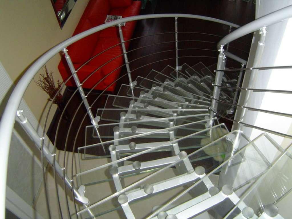 Пример стеклянной винтовой лестницы от Аспект-Плюс