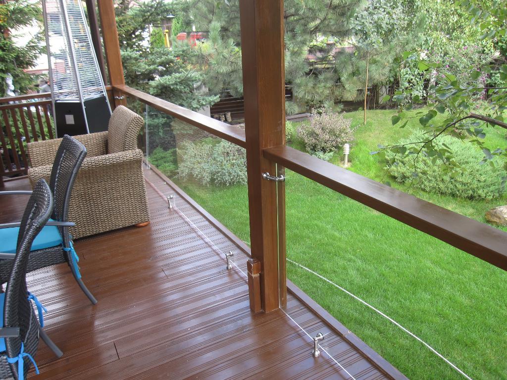 Пример стеклянных ограждений для террасы или веранды от Аспект-Плюс