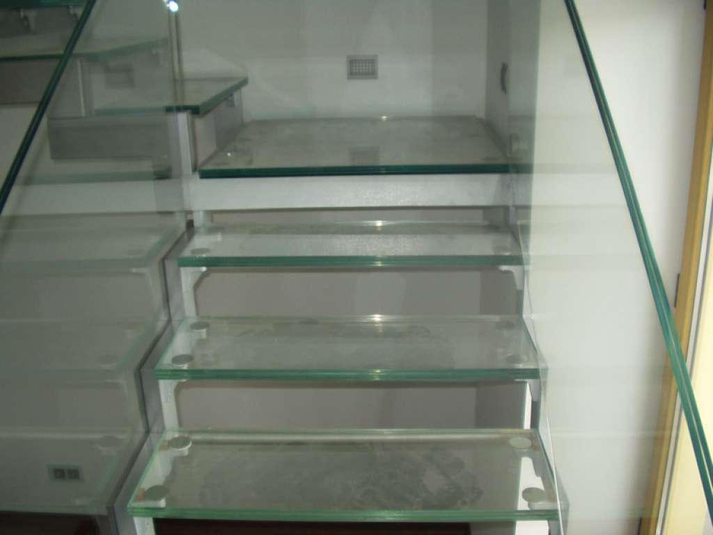 Примеры стеклянных лестниц от компании Аспект-Плюс