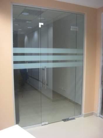Стеклянная дверь 2