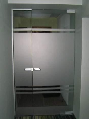 Стеклянная дверь 12