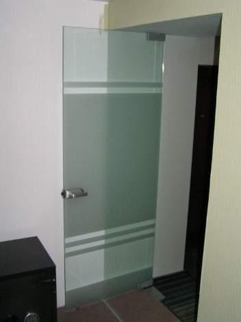 Стеклянная дверь 13