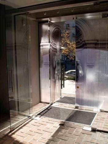 Стеклянная дверь 10