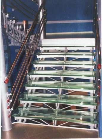 Лестница из стекла 12