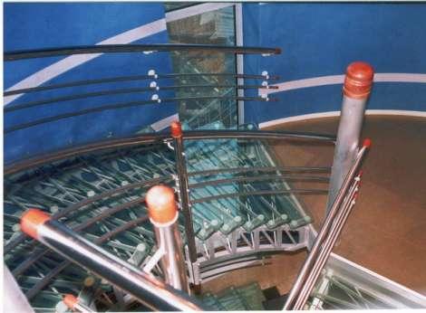 Лестница из стекла 14