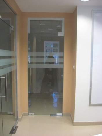 Стеклянная дверь 3