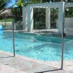 Ограждения из стекла для бассейнов как залог безопасности и комфорта