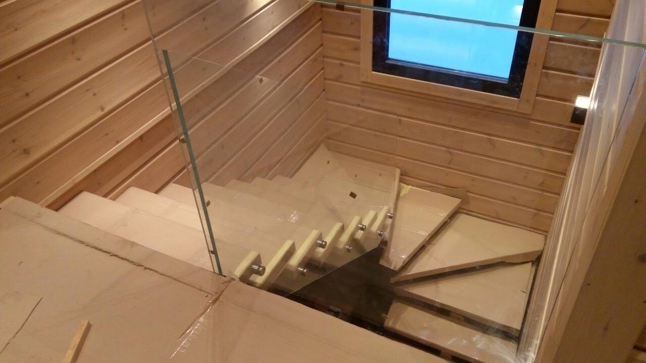 Пример П-образной лестницы с забежными ступенями от компании Аспект-Плюс