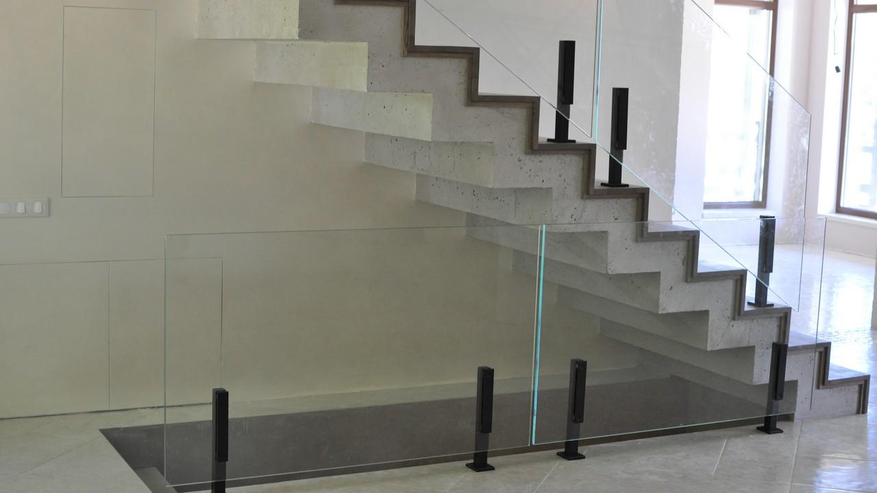 Пример стеклянных ограждений от Аспект-Плюс