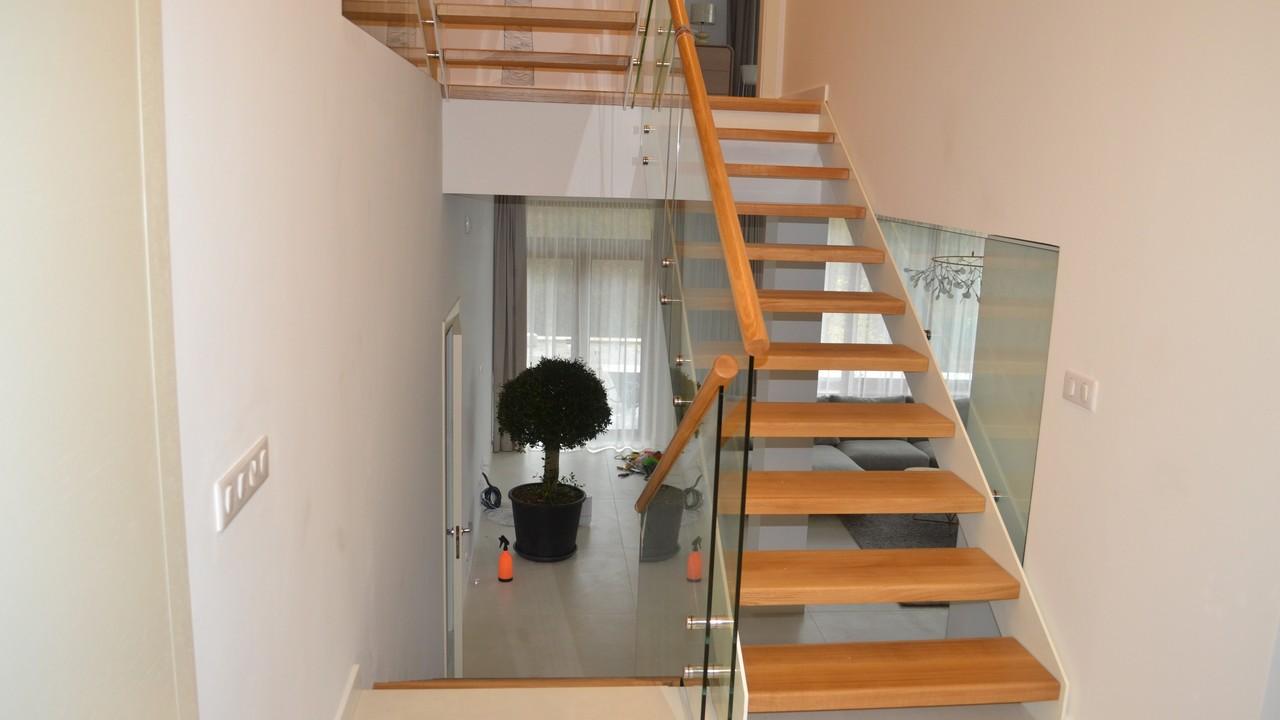 Пример лестницы с ограждениями от компании Аспект-Плюс